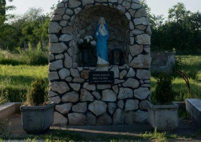 slatinik_drenjski_spomenik_svetoj_mariji